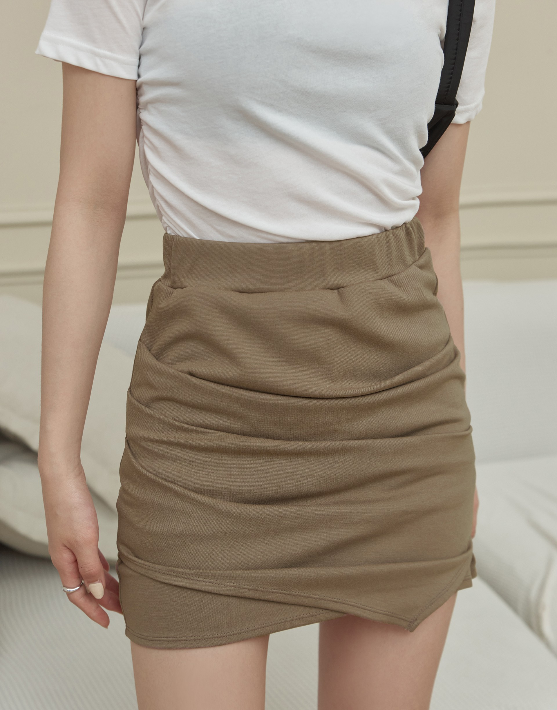 MIT 超顯瘦抓皺彈性短裙-PAZZO