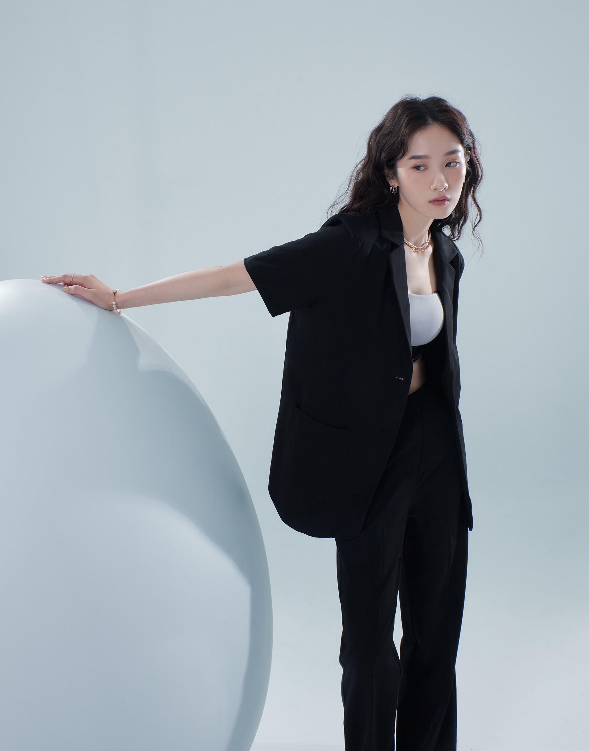 MORE REAL 短袖西裝外套(楊丞琳限定款)-PAZZO
