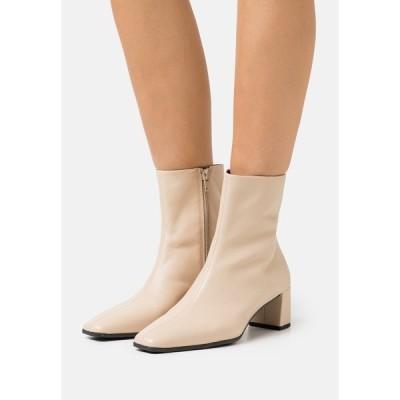 バガボンド ブーツ&レインブーツ レディース シューズ TESSA - Classic ankle boots - toffee