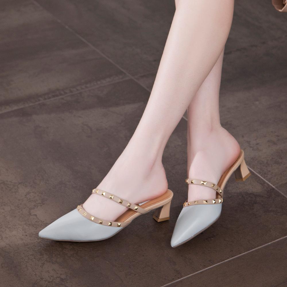 【IG網紅推薦】 優雅小姐 尖頭鉚釘繞帶低跟穆勒鞋 藍 (402396)