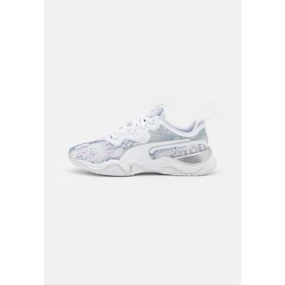 プーマ レディース スポーツ用品 ZONE XT UNTAMED - Sports shoes - white/metallic silver