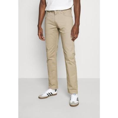 リー メンズ ファッション DAREN - Trousers - beige