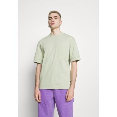 ジャック アンド ジョーンズ Tシャツ メンズ トップス JPRBLAHUGO TEE CREW NECK - Basic T-shirt - swamp