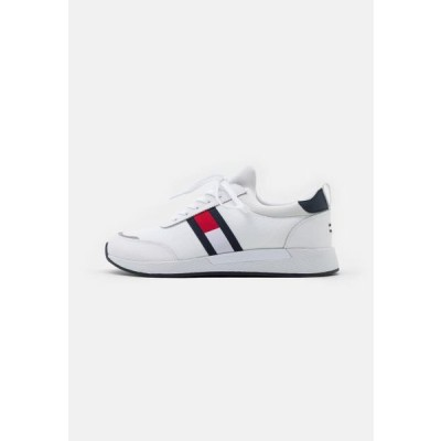 トミージーンズ メンズ 靴 シューズ FLEXI RUNNER - Trainers - white