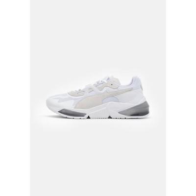 プーマ シューズ メンズ フィットネス LQDCELL OPTIC PAX UNISEX - Sports shoes - white/gray violet