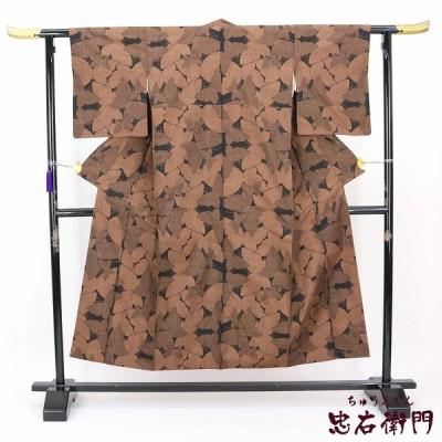 【f】中古  大島紬 リサイクル 正絹 袷 ブラック 茶色 蝶々 個性柄 裄64.5cm  送料無料  あすつく対応