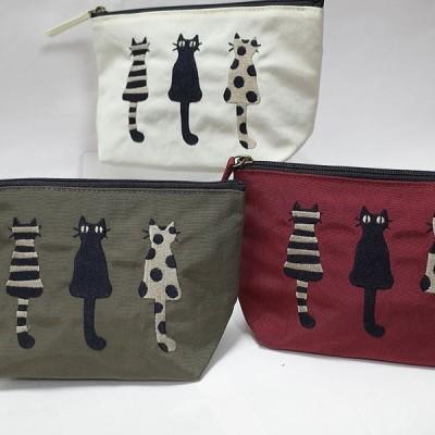 仲良し猫刺繍 マチ付きポーチ サイズ 約タテ11,5×底幅12×マチ7cm ファスナーで開閉 ナイロン製 日本製