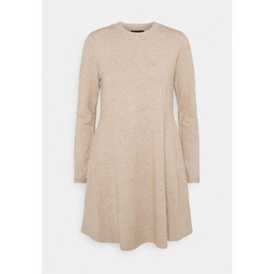 ピーシーズ ワンピース レディース トップス PCGILAYA O NECK DRESS - Jumper dress - warm taupe