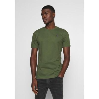 アナケット Tシャツ メンズ トップス AKROD - Basic T-shirt - cypress