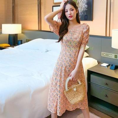 キャバドレス。プリント。上品でちょっぴりセクシーなキャバドレスです。デザインポイントはスカート部分のサイドスリット使いです。