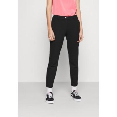 オンリー レディース ファッション ONLADENA VIKE SLIM CIGARETTE - Trousers - black