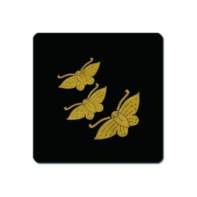 家紋シール 金紋黒地 三つ飛び蝶 4cm x 4cm 4枚セット KS44-1542