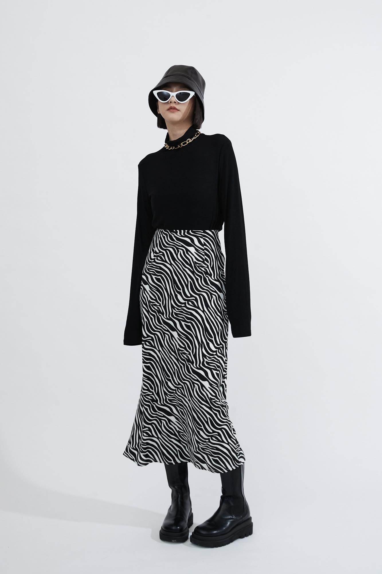 時髦斑馬紋修身長裙-Mellow