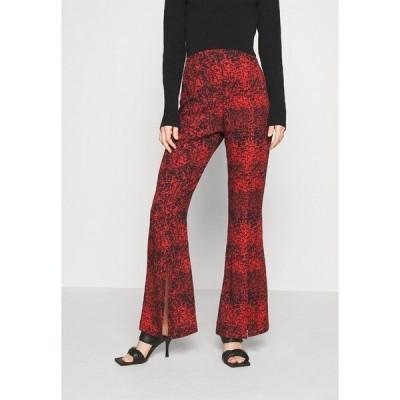 ミルクイット カジュアルパンツ レディース ボトムス TROUSER FRONT SPLIT DETAIL - Trousers - red/black
