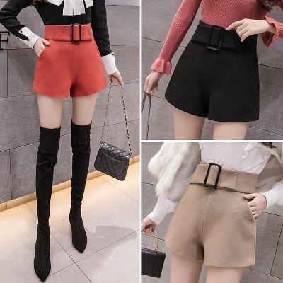 毛はショートパンツの女性の秋冬の高腰2021新型の外は韓国版のファッションinsを着て厚い黒色のa字のワイド足の靴のズボンをプラスします