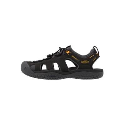 キーン メンズ サンダル シューズ SOLR - Walking sandals - black/gold black/gold