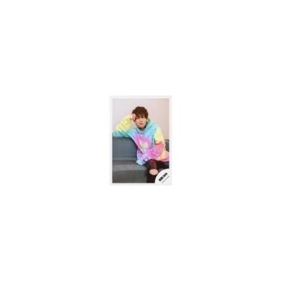 中古生写真(ジャニーズ) HiHi Jets/井上瑞稀/膝上・座り・衣装ピンク.青.緑・右手頭・左手お腹・ソファ/「アクリルスタンドII」オフショ