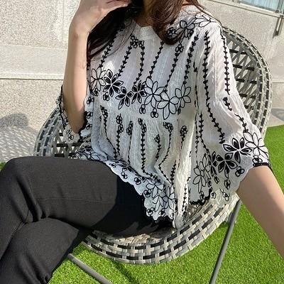 [モニカルーム]フラワーパターン刺繍ブラウス 韓国プレミアムファッション✨フェミニンな雰囲気 最新トレンド勢揃い[送料無料]