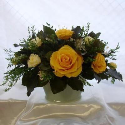 白磁の花器  バラのオーバルアレンジwhiteyellow プリザーブドフラワー