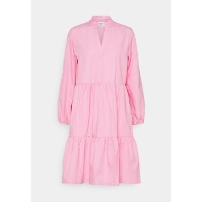 サントロペ ワンピース レディース トップス ELFIGO DRESS - Day dress - bubblegum