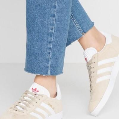 アディダス レディース 靴 シューズ GAZELLE - Trainers - savanne/footwear white/glow red