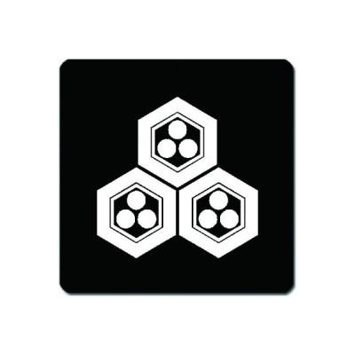 家紋シール 白紋黒地 三つ盛り亀甲に一つ星 10cm x 10cm KS10-1441W