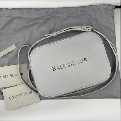 バレンシアガ BALENCIAGA EVERYDAY エブリデイ カメラバッグ XS ショルダーバッグ 552372 DLQ4N 1165 グレー