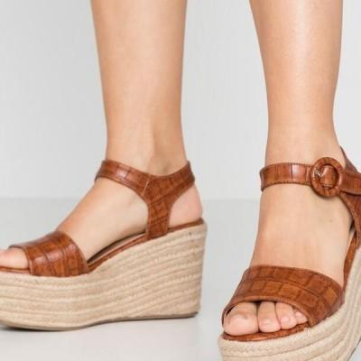 タタイタリア レディース サンダル High heeled sandals - camel