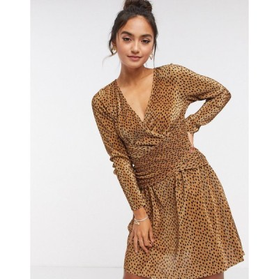 エイソス ミニドレス レディース ASOS DESIGN plisse mini dress with wrapped waist in spot print エイソス ASOS ブラウン 茶