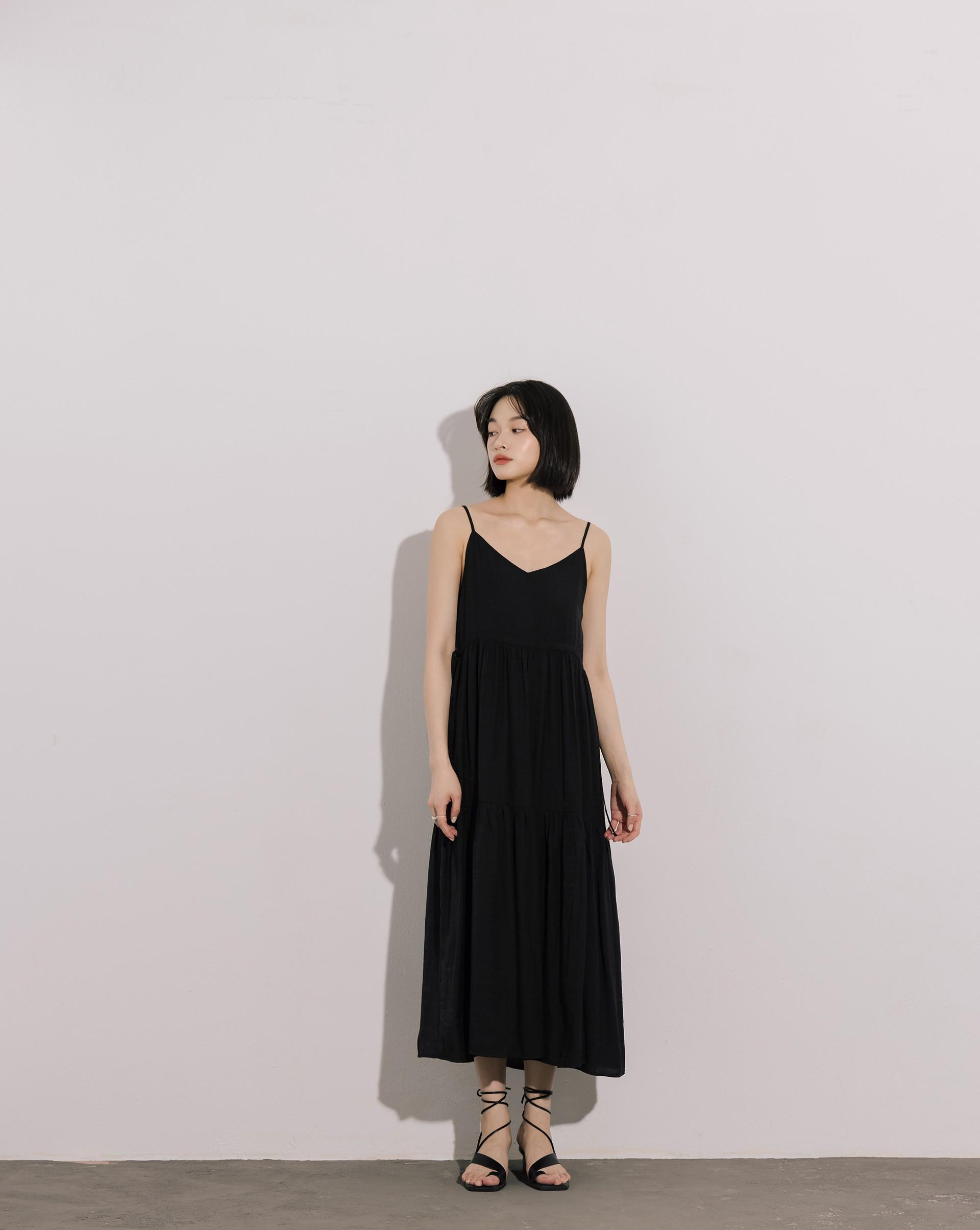 V領細肩帶階層拼接洋裝-Meierq