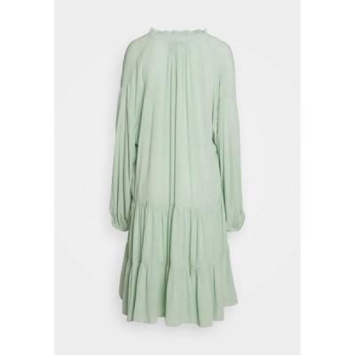 キャリン ウェスター ワンピース レディース トップス DRESS INES - Day dress - slit green