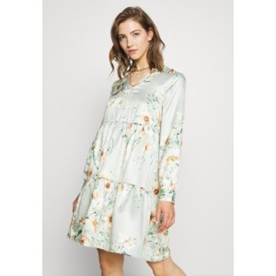 ヴィラ レディース ワンピース トップス VIFLASH CUTLINE DRESS - Day dress - cameo green cameo green