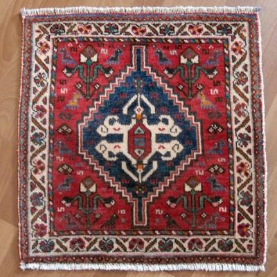 ギャッベ イラン産ギャベ(カシュガイ) 座布団サイズ 62×60cm 天然ウール100% 手織り (品番:ZP-978)