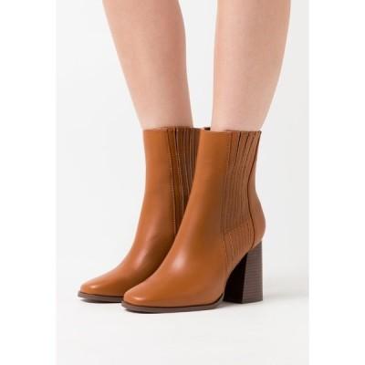 エブンアンドオッド ブーツ&レインブーツ レディース シューズ High heeled ankle boots - cognac