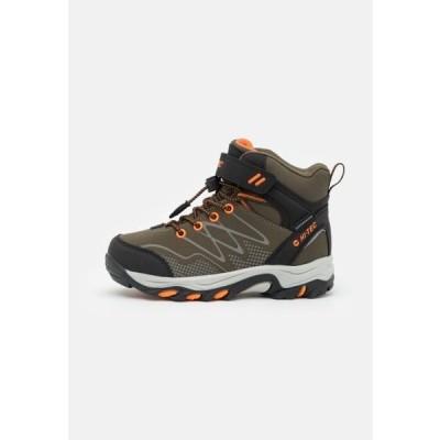 ハイテック キッズ スポーツ用品 BLACKOUT MID WP JR UNISEX - Hiking shoes - khaki/black/orange
