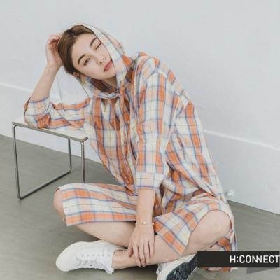 H:CONNECT 韓國品牌 女裝 -亮色系格紋長版連帽襯衫-橘