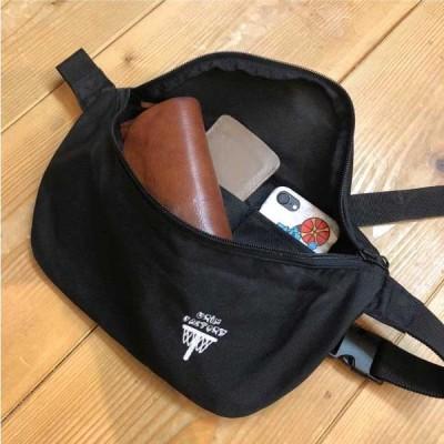 軽くてストレスフリーなボディバッグ 財布と鍵とスマホを持ち歩くのに便利なサイズ 内ポケット付 4リットル オリジナルバッグ 刺繍 撥水仕様なので多少の雨でも