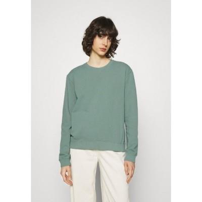 エコアルフ パーカー・スウェットシャツ レディース アウター BASIC WOMAN - Sweatshirt - green shadow