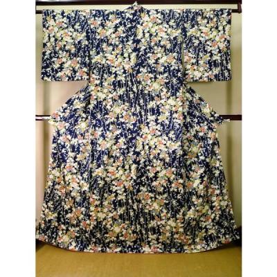 着物 小紋 女性用 和服  シルク(正絹) 深い  青, 花 【中古】 【USED】 【リサイクル】 ★★★☆☆ J1014R