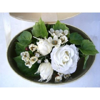 4月天然誕生石アクセサリー付 バースデーフラワー香るBOX入 白色のバラのアレンジ プリザーブドフラワー