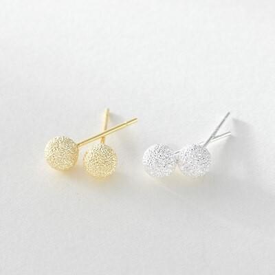 イヤーカフ きらきら輝く生命 ビーズのピアス つや消しピン ピアスの女の韓版の砂のまっすぐな針の玉のピアスは清新です