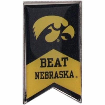 Aminco アミンコ スポーツ用品  Iowa Hawkeyes Beat Nebraska Rivalry Banner Pin