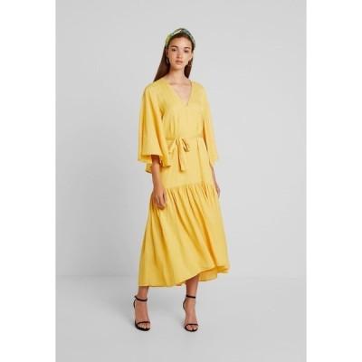 ミニマム ワンピース レディース トップス APRILLA - Maxi dress - misted yellow