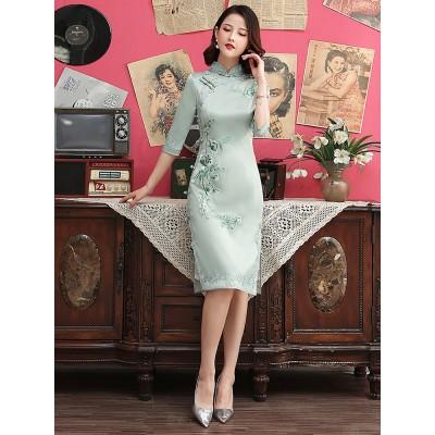 (ブティック)日常改良版の刺繍チャイナドレスの若いモデルの少女が痩せて見える中国風の新しい小柄なワンピースの中に長いサイズがあります