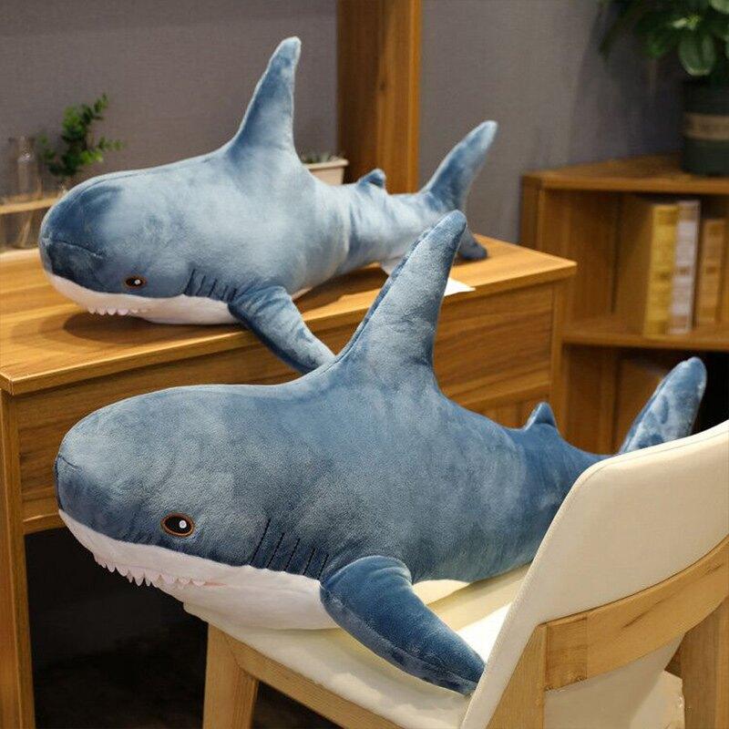 鯊魚抱枕 大鯊魚娃娃 鯊魚玩偶 鯊魚吊飾 鯊魚靠枕 絨毛玩偶【RS1132】