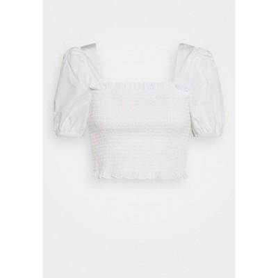グラマラス シャツ レディース トップス PUFF SLEEVE RUCHED CROP - Blouse - white