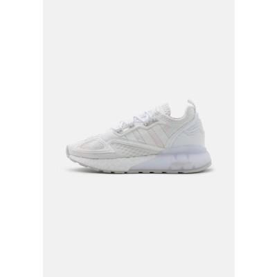 アディダス メンズ 靴 シューズ ZX 2K BOOST UNISEX - Trainers - footwear white/grey one