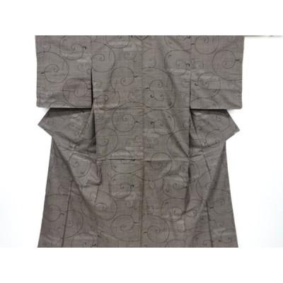 宗sou 未使用品 仕立て上がり 唐草模様織り出し本場泥大島紬着物【着】