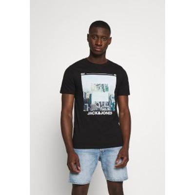 ジャック アンド ジョーンズ メンズ Tシャツ トップス JJBARISTA TEE CREW NECK - Print T-shirt - black black