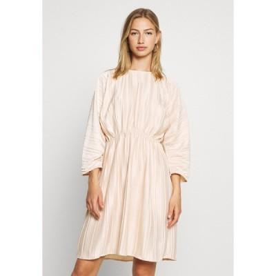 エヌ エー ケイ ディ ワンピース レディース トップス PLEATED OPEN BACK DRESS - Day dress - light pink
